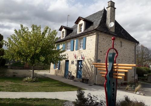 S'installer dans le village de Saint Bonnet Les Tours de Merle