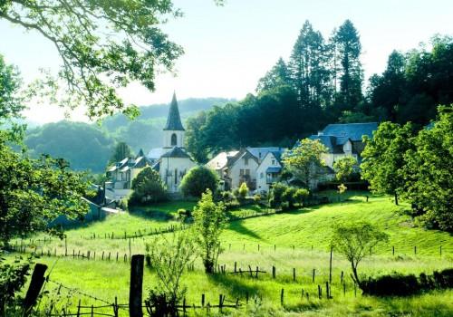 S'installer dans le village de Forgès