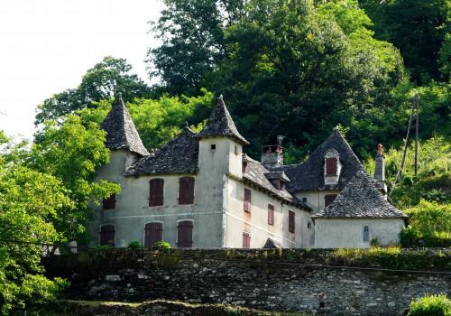 S'installer dans le village de Hautefage